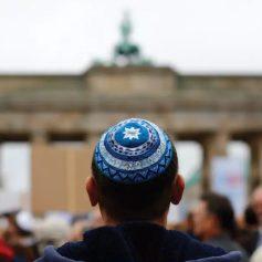 Израильский турист в Берлине получил кулаком в лицо за то, что говорил на иврите