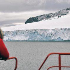 Названы главные угрозы для туристов и ученых в Арктике