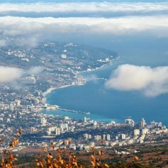 Погода в Крыму: туристы на южном побережье утром увидят туман, а днем понежатся на солнце