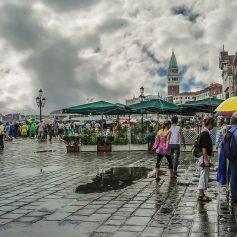 Сильнейшее наводнение в Венеции не закончится минимум до конца недели