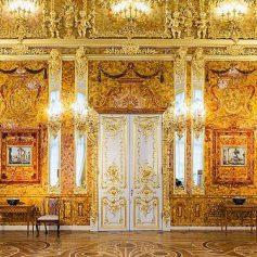 Снят запрет на фотографирование в культовой Янтарной комнате