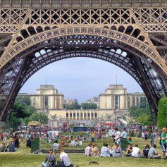 Власти Парижа усилили карантин и ввели новые ограничения для населения