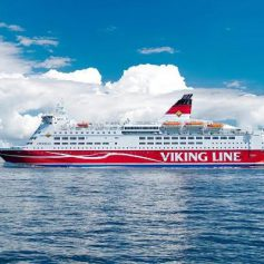 Паром Viking Line Amorella сел на мель