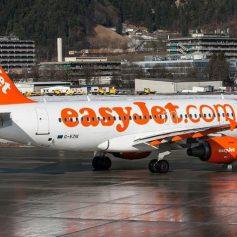 Авиакомпании начали требовать у пассажиров плату за пользование багажными полками