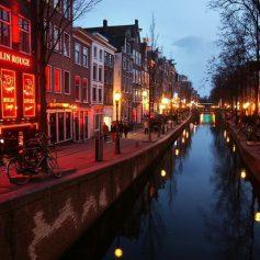 В Амстердаме достраивают новый Квартал Красных Фонарей за пределами центра города