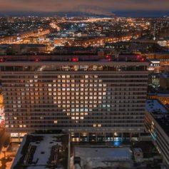 14 февраля на фасадах отелей зажгутся сердца