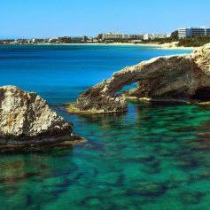 Названы самые лучшие места для купания в Европе этим летом