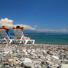Эксперты рассказали, как новые ограничения в Абхазии влияют на туристов