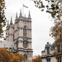 В Англии вступили в силу новые правила путешествий: система «светофоров» ликвидирована